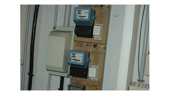 economie les vieux compteurs lectriques du 06 et 83 recycl s antibes petites affiches des. Black Bedroom Furniture Sets. Home Design Ideas